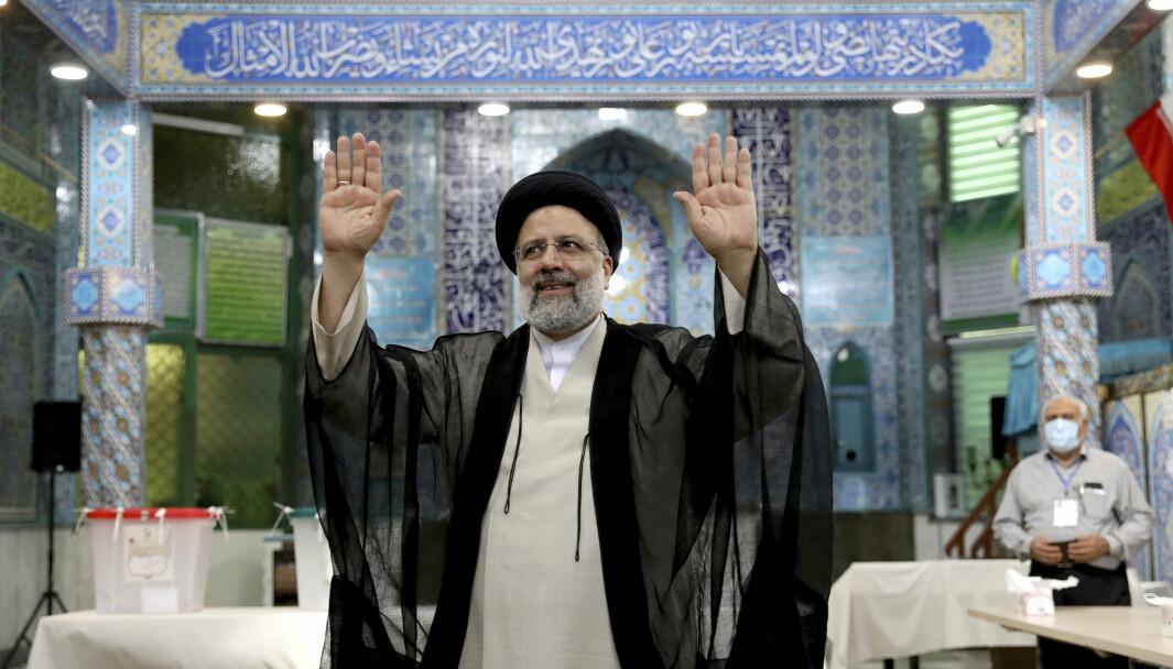 IRAN: Ultrakonservative Ebrahim Raisi tas denne uka i ed som Irans nye president. En av hans største utfordringer blir atomforhandlingene med Vesten.