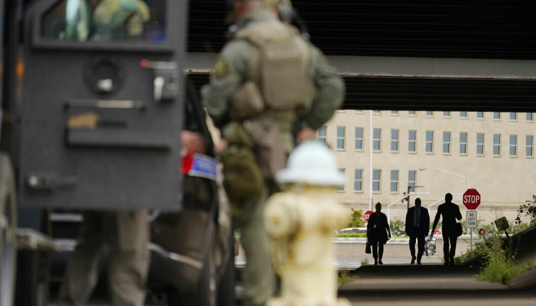 STENGT: Pentagon ble stengt i over en time tirsdag etter et knivangrep nær hovedinngangen.