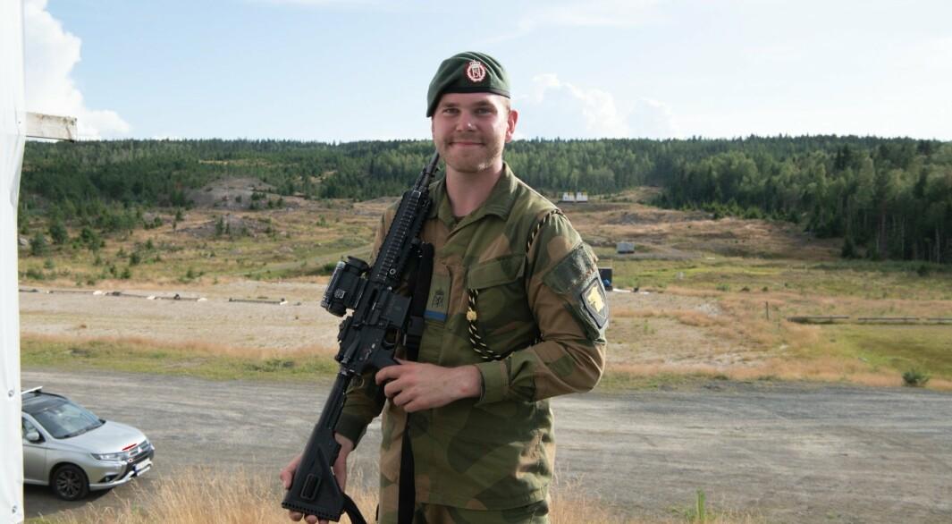 PRESISJON: Vernepliktige Andreas Nordvik har vært skyteinteressert i mange år.