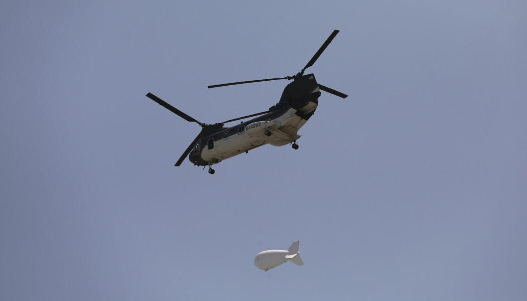 KABUL: Et amerikansk Chinook-helikopter over Kabul søndag.
