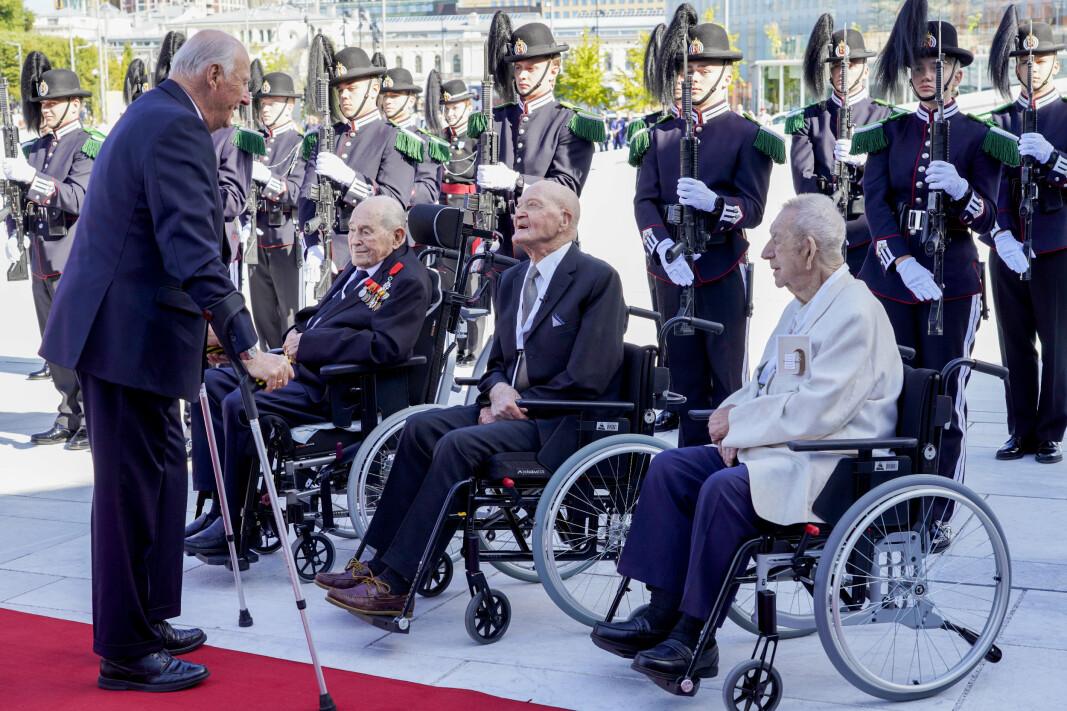 KONGELIG: Kong Harald deltok på regjeringens lunsj med krigsseilere, veteraner og tidsvitner fra 2. verdenskrig i Operaen i Oslo torsdag.