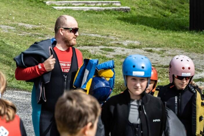 ENGASJERER: Marius Røed (bakerst til venstre) i Veteran møter Veteran har hatt arrangementer i sommer for over 2000 deltakere.