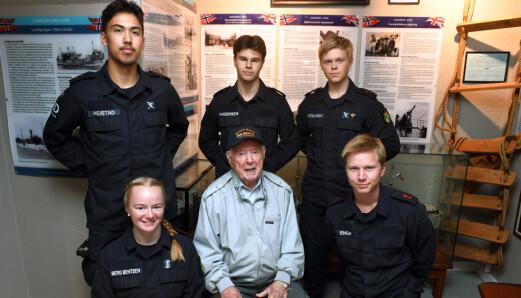KYSTVAKTEN: Første rekke fra venstre: Mathilde Berg Berntsen, Trygve Hansen og Andreas Engh. Bak fra venstre: Kenneth Reistad, Markus Andersen og Anders Nicolaisen.