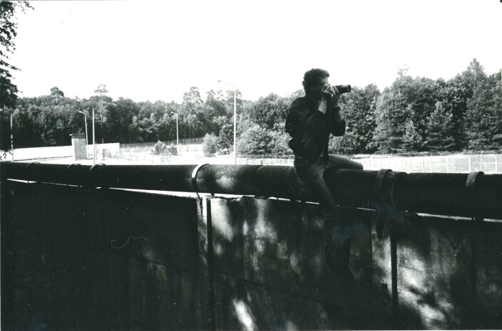 James Stejskal fotograferer fienden i Berlin i 1986. Det var lite som tyda på at Den kalde krigen gjekk mot slutten då han forlét byen i fyrste halvdel av 1989.