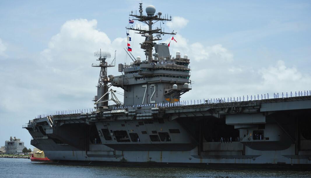 USS ABRAHAM LINCOLN: Hangarskipet er 332,8 meter langt og har et mannskap på over 5 000 personer.