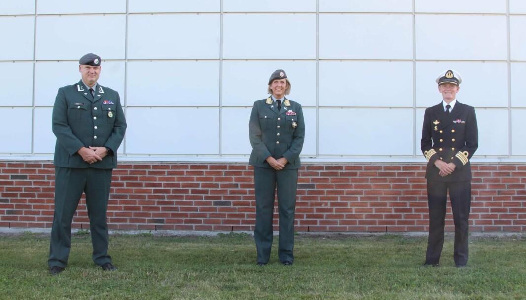 TRIO: Ny sjef HV-01 oberstløytnant Remi Høyning, sjef Heimevernet, generalmajor Elisabeth og avtroppende sjef HV-01 Marit Strengen.