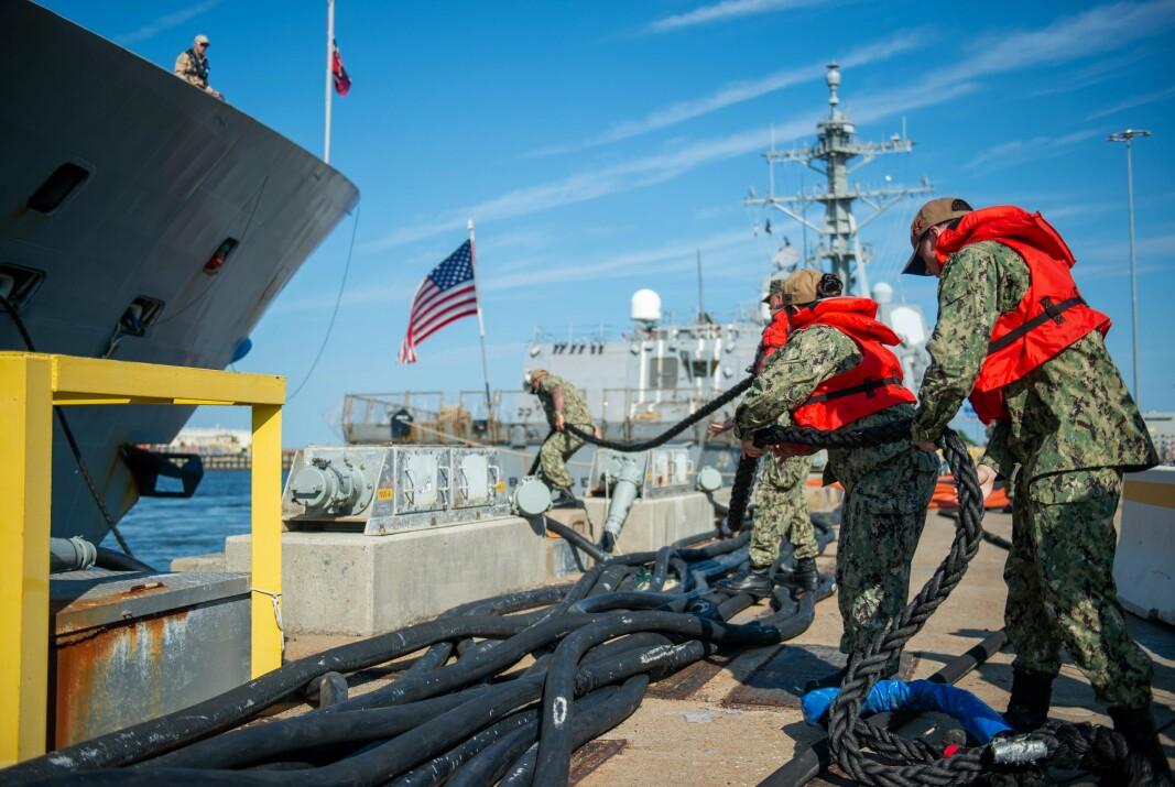FREMME: KNM Fridtjof Nansen fortøyer på Naval Station Norfolk. FREGATTEN fregatten skal være en del av Cooperative Deployment Program sammen med hangarskipsstyrken Carrier Strike Group CSG-8.