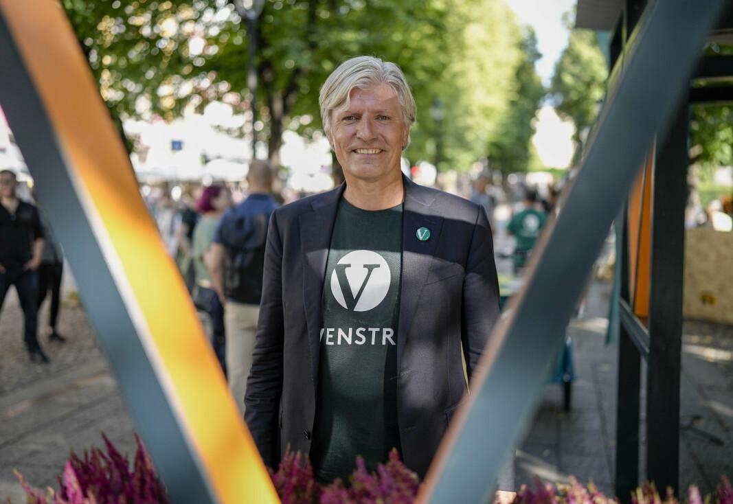 VALGKAMP: Stortingsrepresentant Ola Elvestuen (V) under åpningen av Venstres valgkamp ved Venstres valgbod på Karl Johan tirsdag ettermiddag.