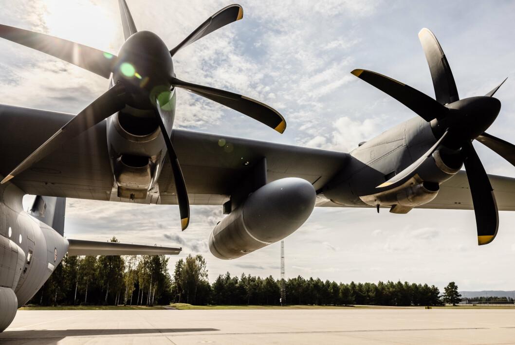 EKSTRA TANK: For å komme til å fra Kabul uten å fylle drivstoff, måtte Herculesen ha ekstra drivstofftanker under vingene.