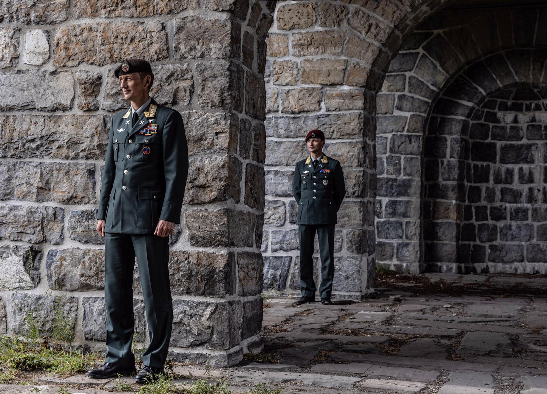 Eirik og Frode Kristoffersen tjenestegjorde sammen i Afghanistan i perioden 2002 til 2008. I dag er Eirik forsvarssjef, Frode er i Etterretningstjenesten.