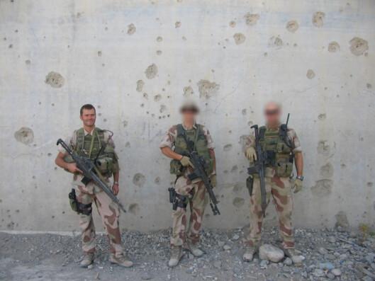 Til venstre, Roy Thomas. Han sluttet i Forsvaret da han ble 35.