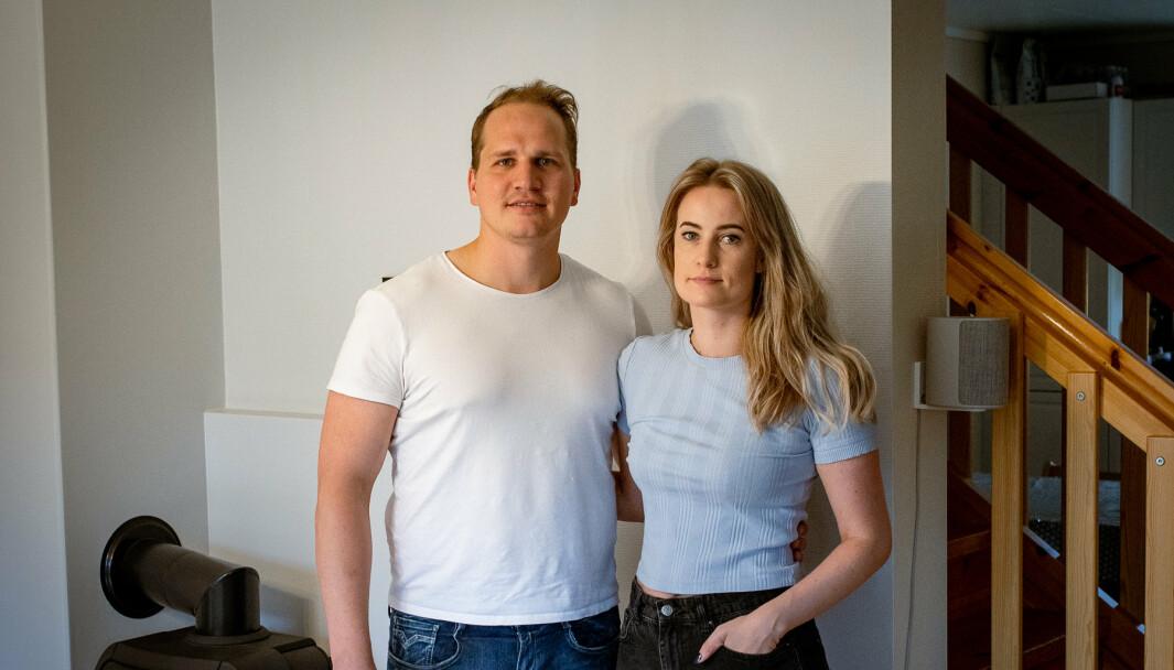 VURDERER Å FLYTTE: Troppsjef Kevin Brendesæter-Janz (29) og samboeren Kristine Holmgard (30) i rekkehuset de leier av Forsvaret på Bardufoss.