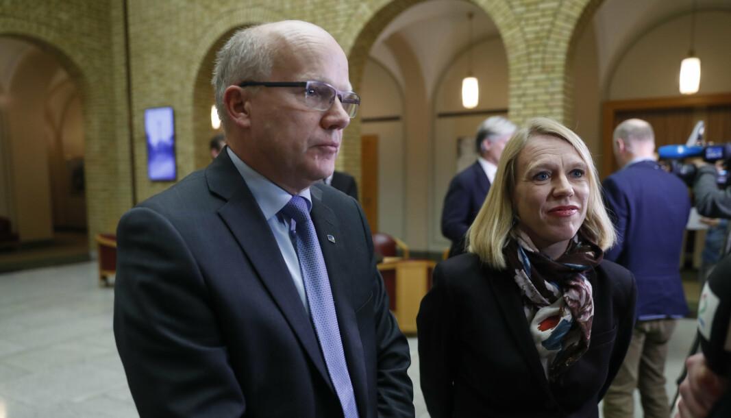 AKERSHUS: Høyres Hårek Elvenes mister plassen sin på Stortinget. Her sammen med Arbeiderpartiets Anniken Huitfeldt (t.h.).