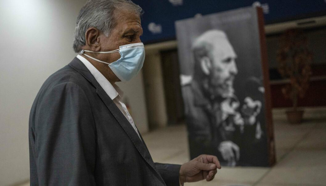 SYMPTOMER: Direktør Mitchell Joseph Valdes Sosa fra det cubanske senter for nevromedisin deltok på en pressekonferanse om det såkalte «Havanna-syndromet» på Cuba mandag denne uka. Ekspertene klør seg i hodet over hva som forårsaker de merkelige symptomene.