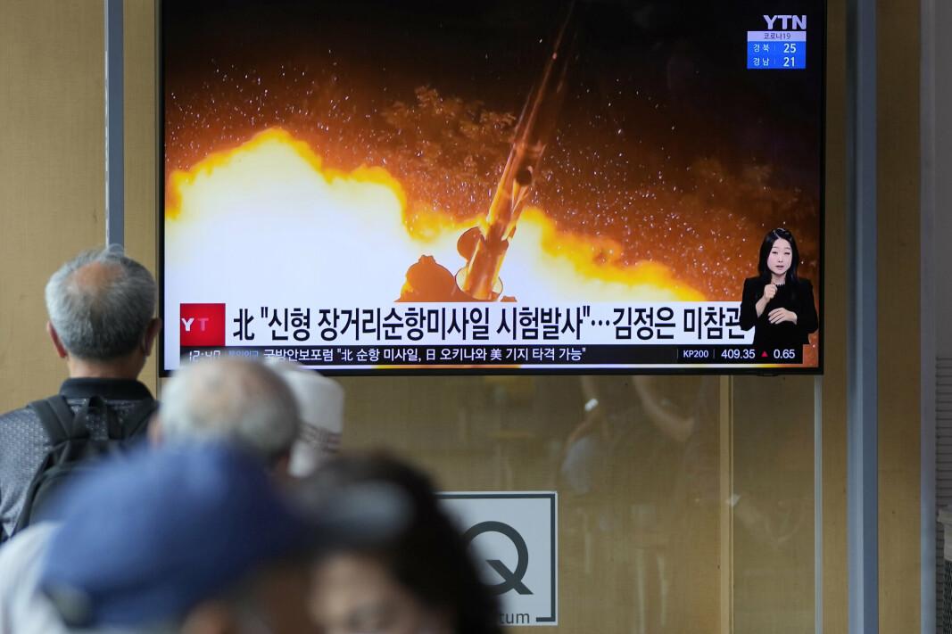 TEST: Det fryktes at det er et våpenkappløp på gang mellom Nord-Korea og Sør-Korea etter at de to landene helt samtidig har testet ut nye raketter. Her TV-bilder fra sørkoreansk TV av en rakettest i Nord-Korea mandag.