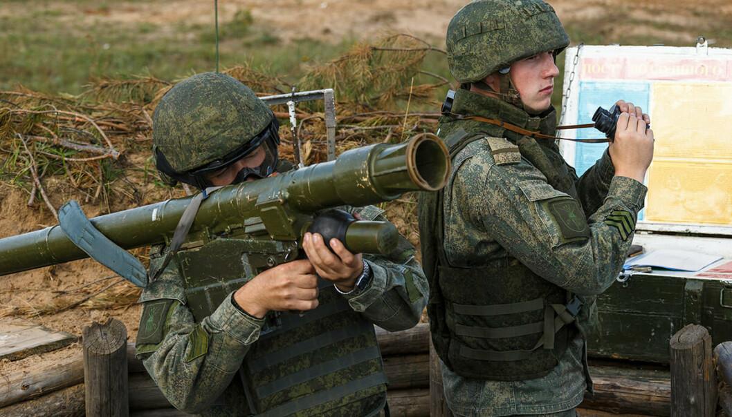 LUFTVERN: Soldater trenger med bærbart lutvern.