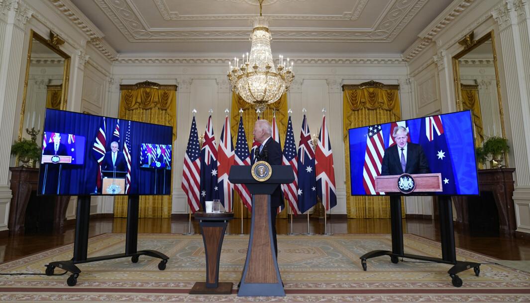 PARTNERE: President Joe Biden (i midten) presenterte det nye partnerskapet sammen med Australias statsminister Scott Morrison (til venstre) og Storbritannias statsminister Boris Johnson (til høyre) sent onsdag kveld norsk tid.