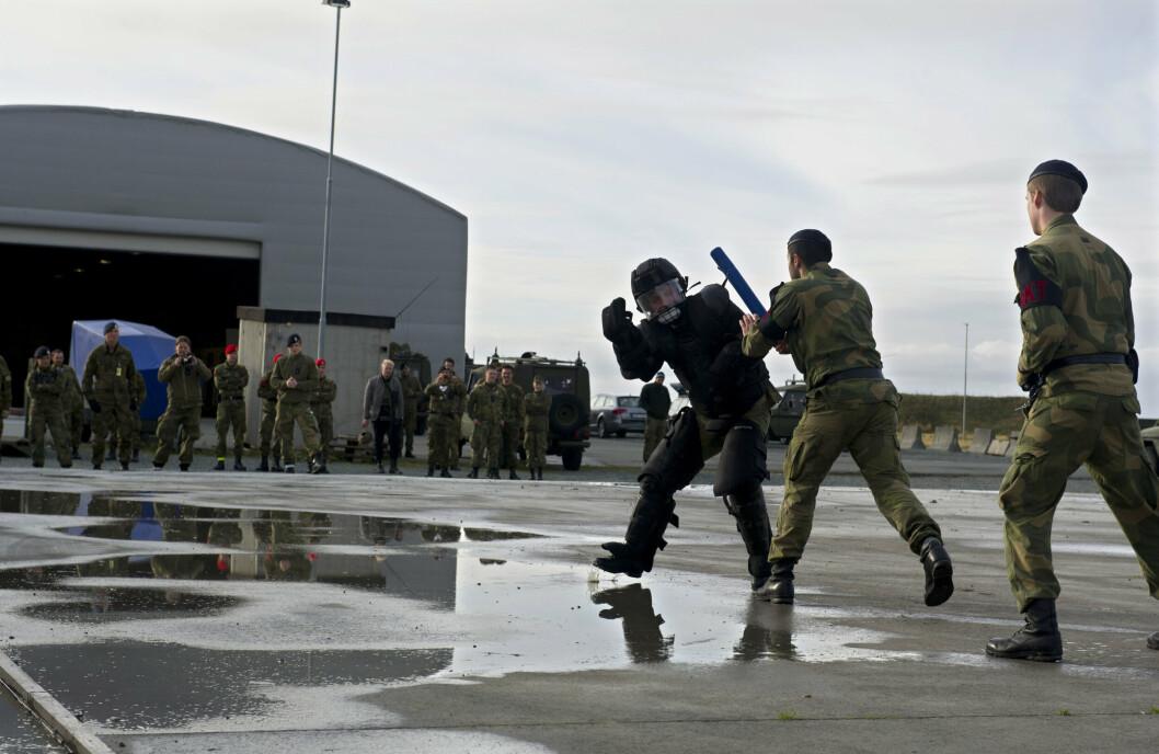 Bildet er fra en rekrutteringscamp arrangert av Luftforsvaret for elever fra videregående skoler i Trøndelagsfylkene og Møre og Romsdal.