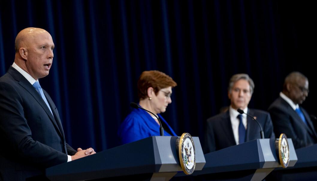 UBÅTSAKEN: Australias forsvarsminister (til venstre) Peter Dutton sammen med utenriksminister Marise Payne og deres amerikanske motparter Antony Blinken og Lloyd Austin på en pressekonferanse i Washington torsdag.