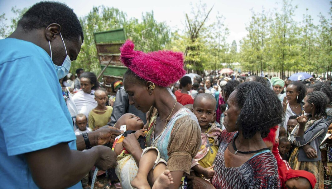 ETIOPIA: Et barn blir sjekket for underernæring av en spesialist i Tigray-regionen i Etiopia.