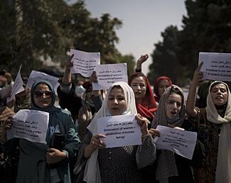Afghanske kvinner fortviler over Talibans restriksjoner