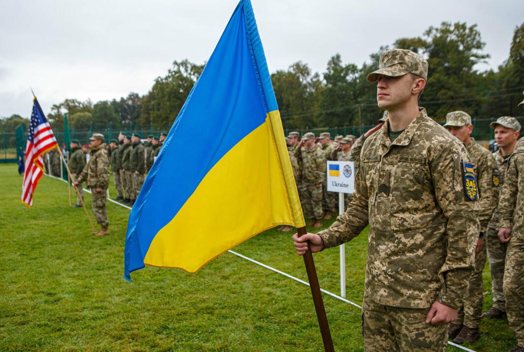 FELLES ØVELSE: Ukrainske og amerikanske soldater sto oppstilt på åpningsseremonien av øvelsen «Rapid Trident» mandag. Øvelsen foregår fra 20. september til 1. oktober i Ukraina.