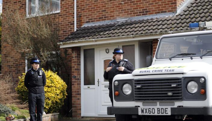 Britisk politi utenfor huset til Sergej Skripal i Salisbury i England 6. mars 2018 etter at den tidligere russiske dobbeltagenten og datteren hans ble forgiftet.