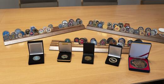 Forsvarsministerens coin-samling skal auksjoneres bort