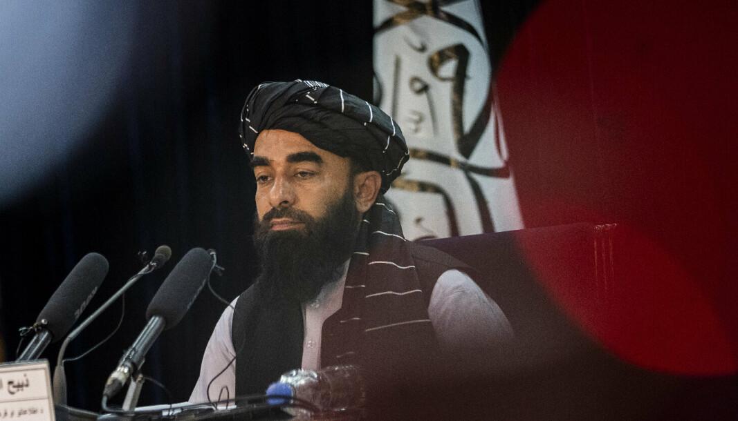 PRESSEKONFERANSE: Talibans Zabihullah Mujahid beklager og lover at kvinner skal få ta utdanning, men at det forbeholder at de har kvinnelige lærere.