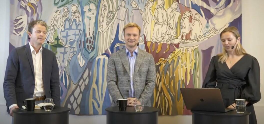 I SAMTALE: Hovedlærer i etterretning ved Forsvarets høgskole Tom Røseth, stortingsrepresentant Bård Ludvig Thorheim (H) og nyhetsredaktør Andrea Rognstrand under samtalen torsdag.