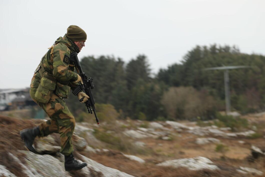 ØVER: En soldat fra HV-08 under øvelse i Rogaland i 2018.