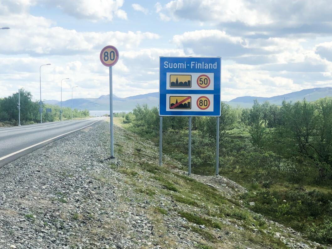 I ENDEN: Jammetesten gjennomføres på veistrekningen E8 i Skibotndalen. I motsatt endre krysser veien grensen mot Finland.