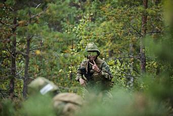 LAGLEDER: Kadett Jardar Vikør gir ordre om å skyte.