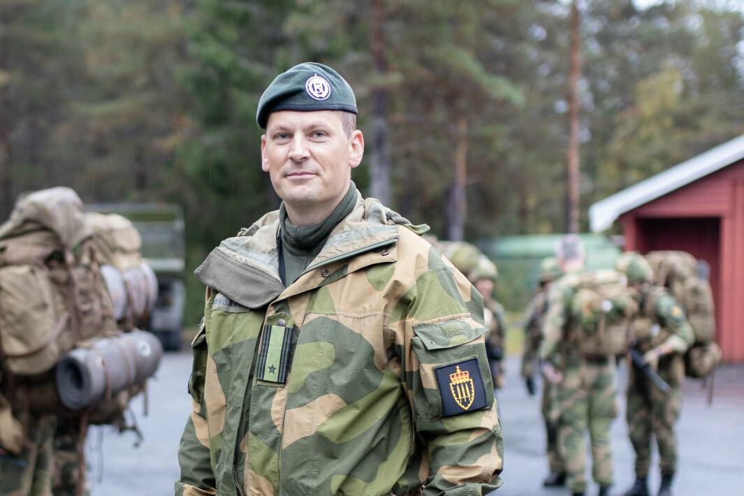 TILPASSING: Utdannelsen på Krigsskolen må nå passe for kadetter med og uten tidligere militærerfaring. Men hovedlærer major Johannes Kibsgaard sier at variert bakgrunn også er en styrke.