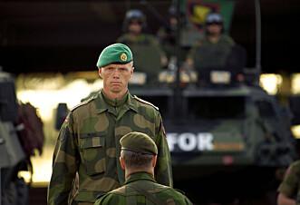 FORSVARSKARRIERE: Robert Mood under kontingentskifte i Kosovo i år 2000.