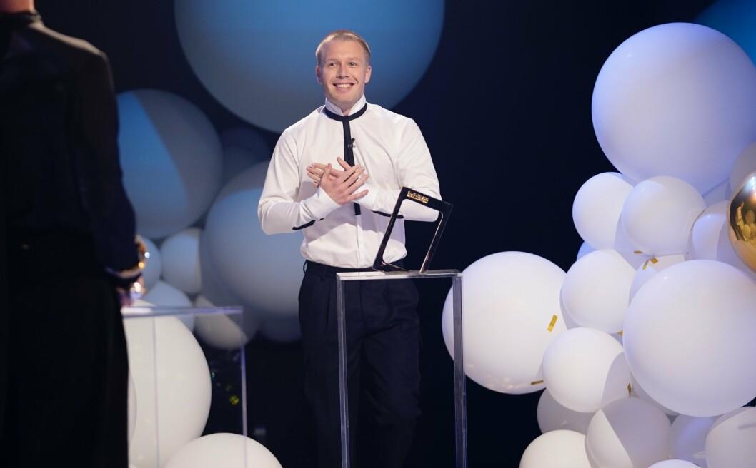 PRISBELØNNET: Serieskaper og skuespiller Herman Flesvig mottok Gullruten for beste humorprogram i 2021.