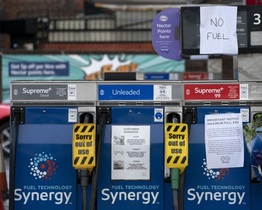 Soldater sender drivstoff til britiske bensinstasjoner