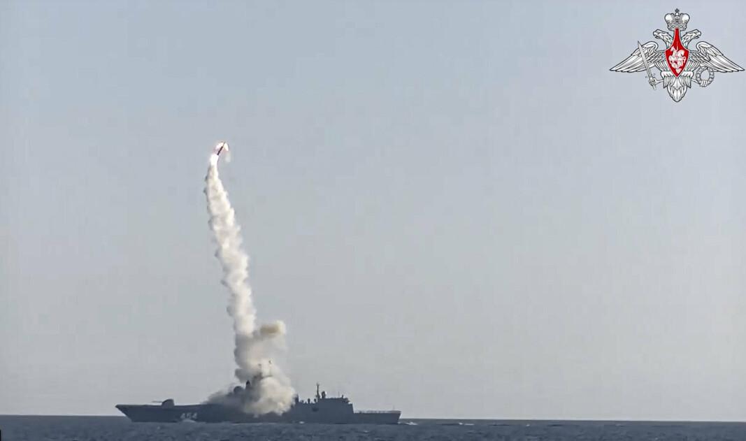 ZIRCON: Dette bildet, frigitt av det russiske forsvarsdepartementet, viser en testskyting av den hypersoniske raketten i Kvitsjøen tidligere i år.