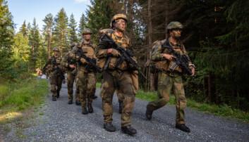UTFORDRING: I langtidsplanen for Forsvaret beskrives utfordringene med å holde på ungt personell.