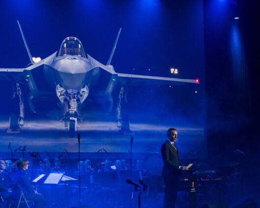 Den samlede prisen for kampflyene anslås til 324 milliarder