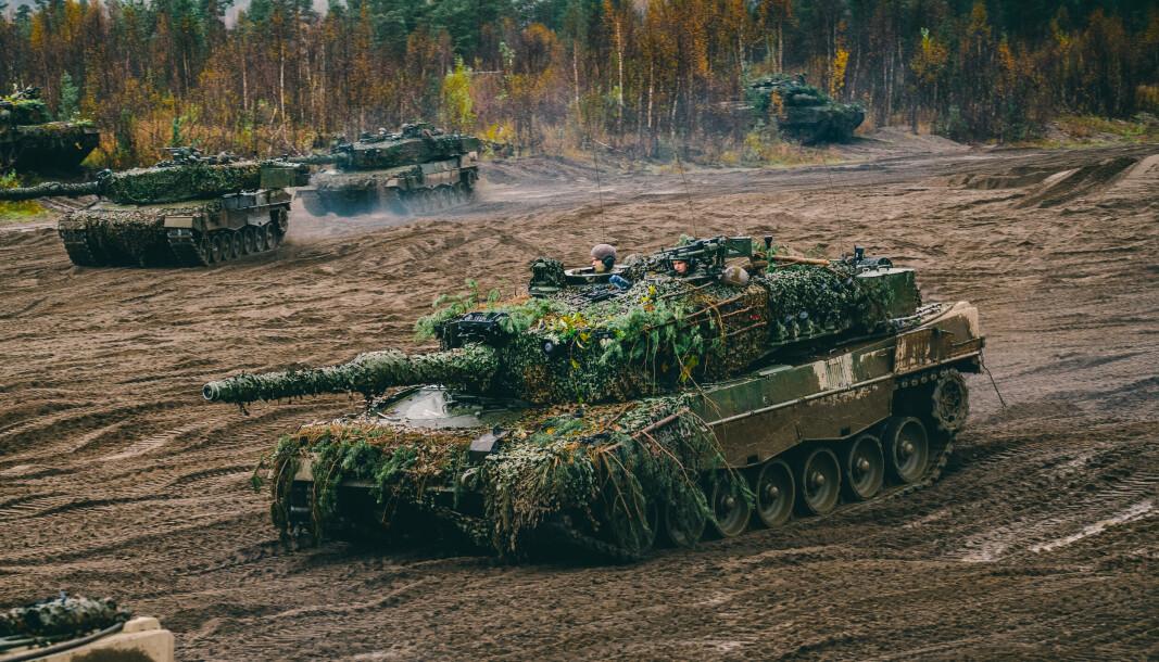 FASES UT: Leopard 2A4NO stridsvogner på øvelse i Indre Troms. Neste år undertegnes kontrakt med ny leverandør.