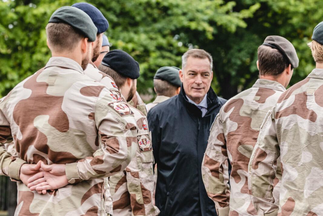 SISTE BUDSJETT: Frank Bakke-Jensen la tirsdag frem sitt siste budsjett som forsvarsminister. Her er han avbildet under seremoni for soldater som er hjemme fra Afghanistan.