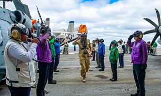 Sjef Sjøforsvaret besøkte amerikansk hangarskip