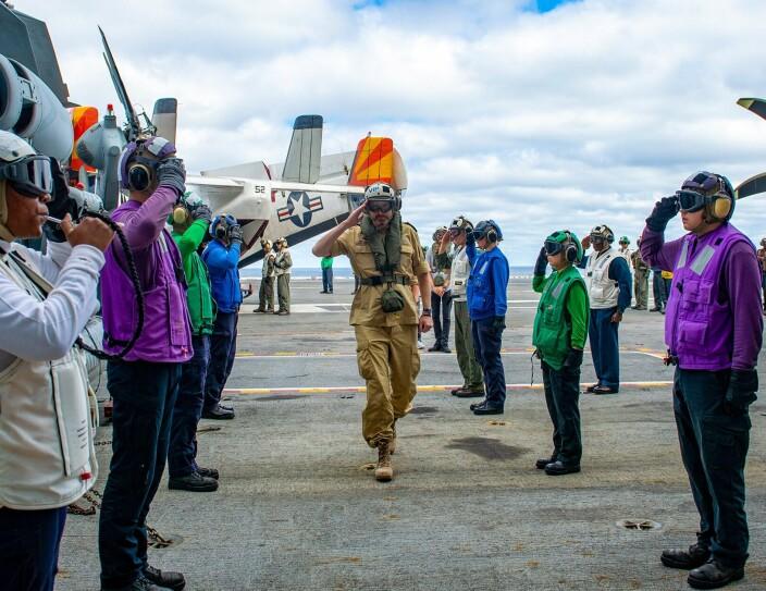 Sjefen for Sjøforsvaret besøkte amerikansk hangarskip